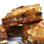 Leftover Halloween Candy Blondies. These are ooey gooey blondies packed full of different candies and confectionary. Perfect for leftover Halloween candy or just a chocolate lovers dream! #halloweenrecipe #leeftovercandyrecipe #candybarblondies