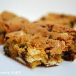 Gluten Free Vanilla Pudding Bars. Using gluten free flour and vanilla pudding mix in this mixture. Finish it off with chocolate chips and white chocolate chips and you have yourself an ooey gooey cookie bar! #glutenfreecookiebars #glutenfreecookies #gooeyvanillapuddingcookiebars